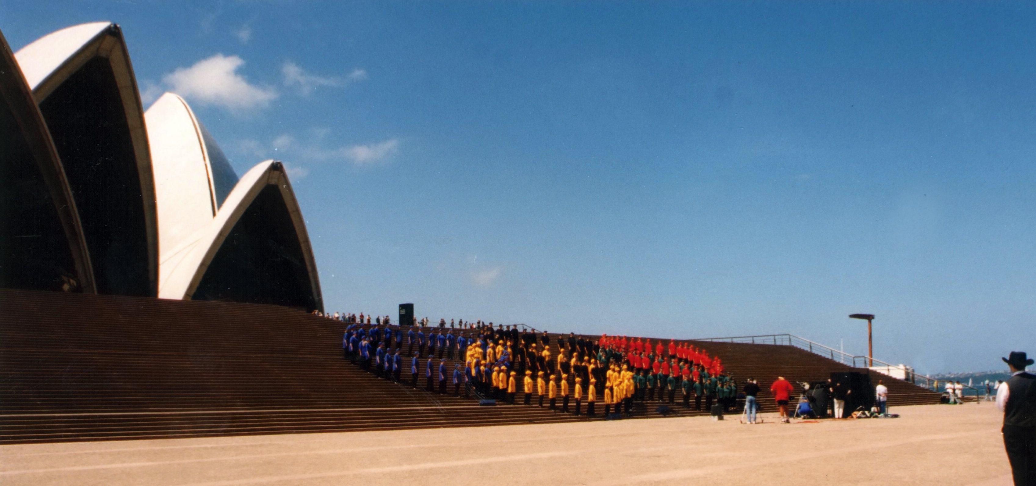 Olympijské kruhy v Sydney před budovou Opera House