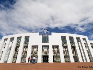 Parliament House je zbudován z velké části pod zemí