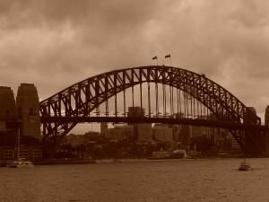 za soumraku je podoba Harbour Bridge se starým ramínkem na šaty dokonalá