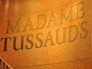Madam Tussaud má dnes v Londýně slavné muzeum, svou první voskovou figurínu v roce 1777 vytvořila ještě ve Francii.