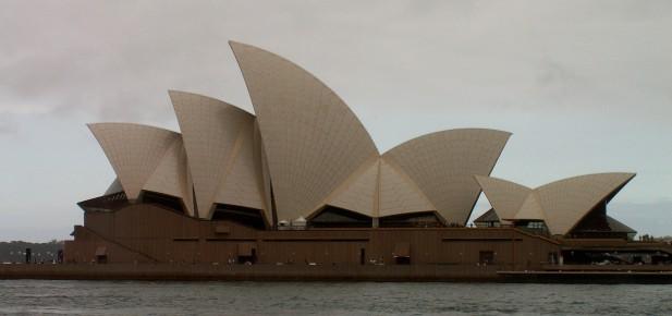 Opera House z boku..., skoro jako loď s napjatými plachtami