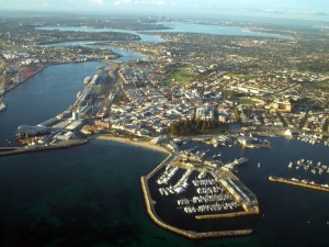 Přístav Fremantle stojí za návštěvu - cesta z centra Perthu zabere okolo 30 minut.