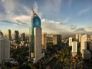 Nejbližším velkoměstem je Jakarta - hlavní město Indonésie.