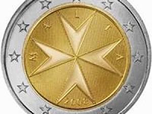 Maltézskou dvoueurovou minci zdobí maltézský kříž.