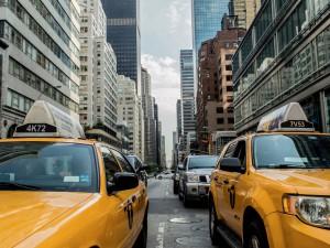 Správný newyorský taxík je žlutý.