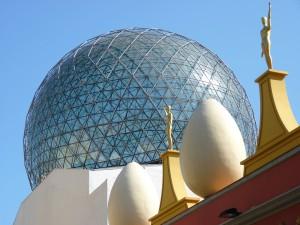 Navštivte třeba Divadelní muzeum Salvadora Dalího ve španělském Figueres.