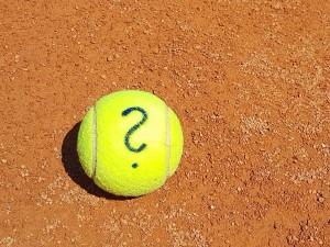 """Že je tenisák anglicky """"tennis ball"""" určitě víte. Jak jste na tom s jinými tenisovými výrazy?"""